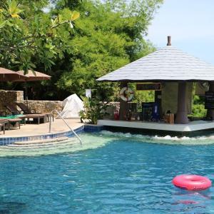 プール付きのホテルは最高!【ザ ウェスティン スィレイ ベイ リゾート & スパ】インフィニティ・プールにご満悦!