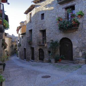 【アインサ】スペインピレネー山脈の麓にひっそりと佇む美しい古都(Aínsa)