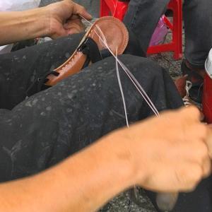 ベトナムでは靴の修理は当たり前!! ホーチミン 路上靴修理屋さん 〜旅するカメ〜
