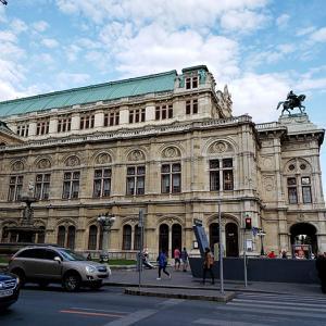 ウィーン国立オペラ座を見学