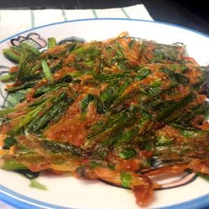 韓国家庭料理 ニラチヂミ を10時のおやつにせっせと焼いてはパクパク食べる、