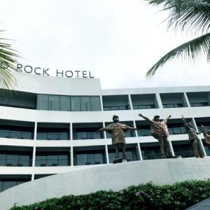 Hard Rock Hotel Penang のプールはロックだった。