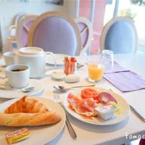 ホテルスイスの朝食はビュッフェとバルコニーで食べられるコンチネンタルタイプ★ニース旅行記
