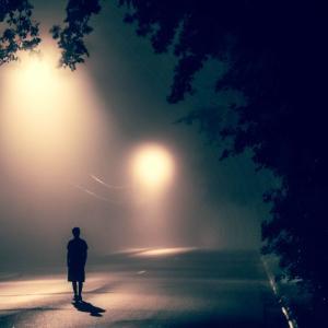 現在、孤独です