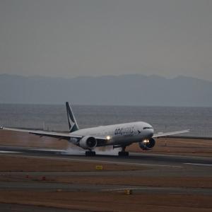 12月7日のセントレア~キャセイパシフィック航空の新塗装の77Wのワンワールド塗装機編