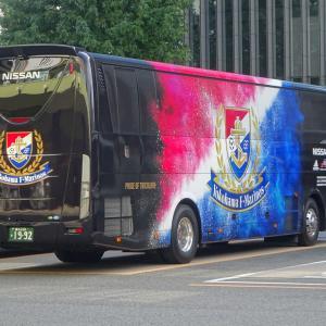 横浜F・マリノスの選手移動用バスが金山駅バスターミナルに