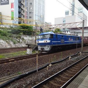 桃太郎の機関車とコンテナ
