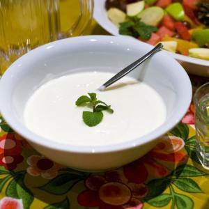 夜ヨーグルトを夜22時に食べるだけで美腸に!腸活方法も紹介