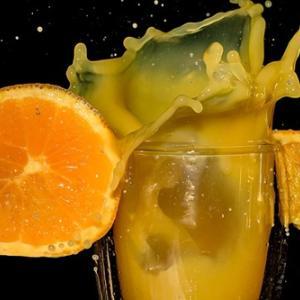 オレンジワインのせいで衝動的にスーパーに行った結果いちご