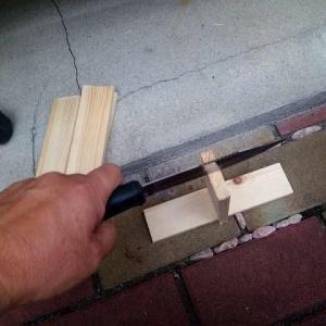 ミニ焚き火台を買ったので薪を細かく切ってみた