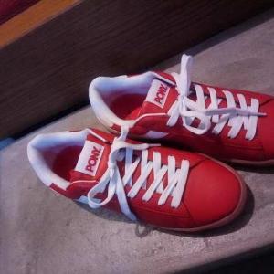 赤いスニーカーを買いました