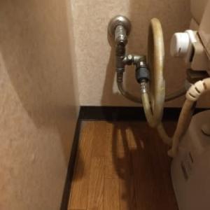 温水洗浄便座を取り替えます