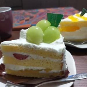 敬老の日に褒美のケーキを買う
