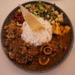 裏谷四のスパイスカレー店『curry bar nidomi(カリーバーニドミ)』で混盛(こんもり)を