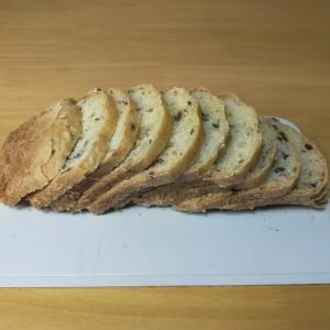 自家製食パンを12枚切りに