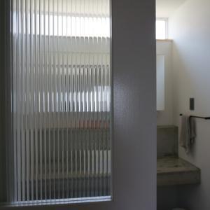 【WEB内覧会】洗面、光と風のミニマルな造作スペース。