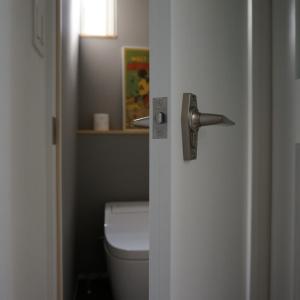 トイレにフタカバーや便座カバーって必要?断捨離すると本当に必須なものは便座とトイレットペーパーだけでした