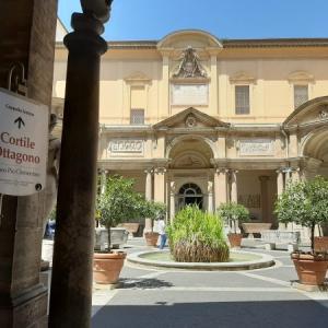 ヴァチカン美術館 その4  八角形の中庭 (Cortile Ottagono)
