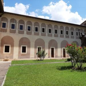 イタリア スビアーコの世界最古のベネディクト修道院の聖スコラティカ修道院 (Monastero di Santa Scolastica)