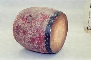 歴史ロマンを秘めた天台持の太鼓