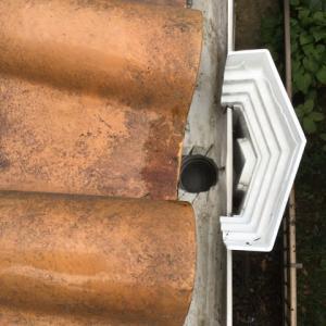 松の葉っぱで#樋のつまり#掃除 しました