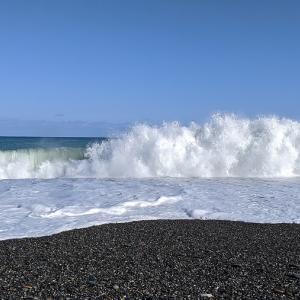 石ころ-30 海岸の波1.6m・・怖い海