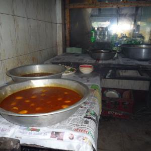 村で大人気の食堂の厨房の様子【バングラデシュ】