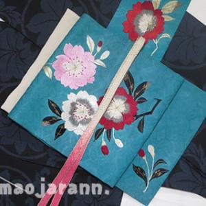 アンティークの桜刺繍の帯を締めておきます。もう桜、終わっちゃうもんね。