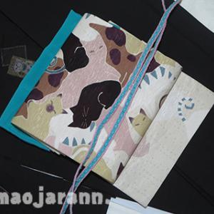 招き猫柄の大島紬で猫猫コーディネート。