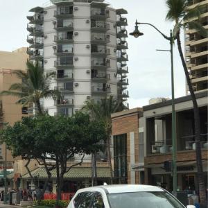 ハワイ旅行記3日目 8  ハットするぜ!ハワイの帽子マンションを発見、、の巻