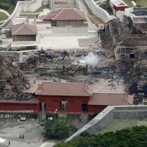 「中国・韓国人による放火」首里城火災でネットにデマ相次ぐ~ヤフコメの反応「調査中なのにデマだと断定するな」「様々な可能性を考える意味でもいろんな発言があってもいい」