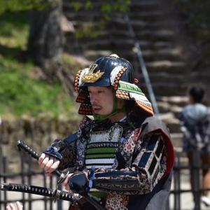 姫路城に甲冑隊! ボランティアでおもてなし 播磨甲冑倶楽部