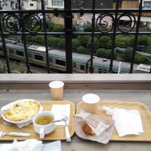 電車の見えるカフェ