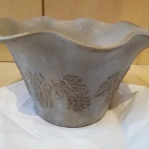 アサヒペンストーン調スプレーを使ってプラ鉢をアンティーク風にリメイク