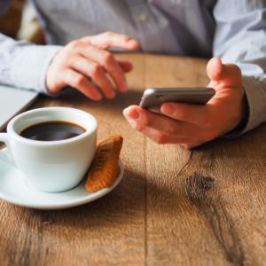 【社会人おすすめ】質が高くて読みやすい「経済・ビジネス雑誌」3選。読み放題できるサイトも紹介。