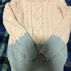 バイカラーのセーター、完成しました。
