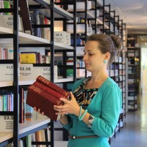 図書館概論のレポートを書くために図書館インタビューに行く【近大司書講座】