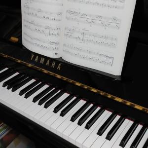 ゴルフは雨で中止に..。そしてピアノで癒しの時間を..。