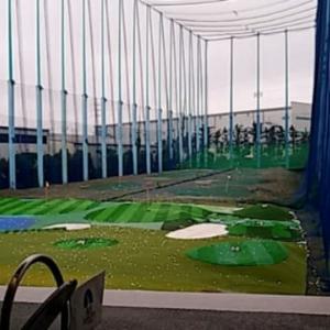 雨天、ゴルフが中止になり、スクールでレッスンを..._(^^;)ゞ