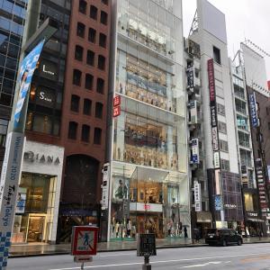 東京の不要不急の外出自粛によるユニクロの休みとか営業時間短縮とか。