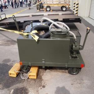 航空機用トイレサービスカート(米軍)