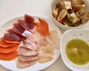 今日の夕飯。超簡単 ♡ お刺身のカルパッチョ。お刺身って楽ちんだけど、マンネリになっちゃうから、ちょっとお洒落に。