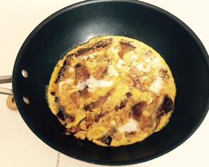 今日のお昼ご飯は、超簡単!「サンマのかば焼き」の缶詰を使った卵とじ。簡単なのに美味しいですよ(^^)