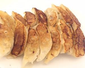 昨日のご飯は、餃子(ぎょうざ)!簡単に美味しく焼けます。