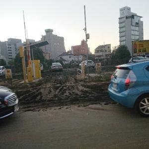 台風19号通過から一夜が空けた宇都宮駅前