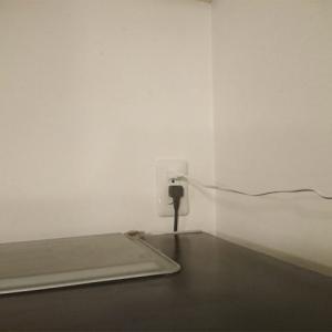 壁の高い位置のコンセントはエアコン用だけとは限らない