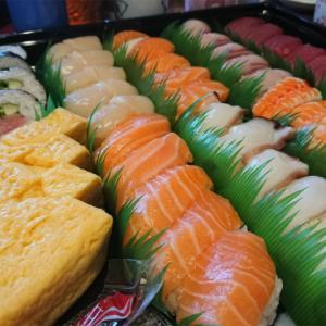 コストコの寿司は安くでいっぱい、しかも美味しい♪