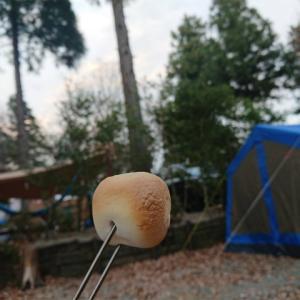 キャンプといったら焚き火。焚き火といったらマシュマロ♪