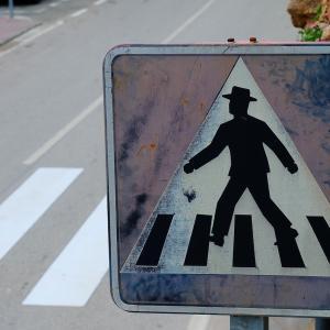自動車運転時に横断歩道で一時停止するようにしてみた結果…