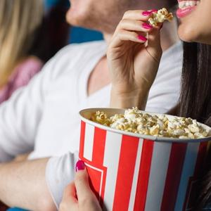 【検証】映画館に持ち込まれると迷惑な飲食物